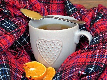 Taza de té caliente para la gripe