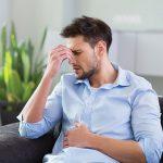 Hombre con indigestión