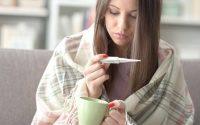 Chica con resfriado