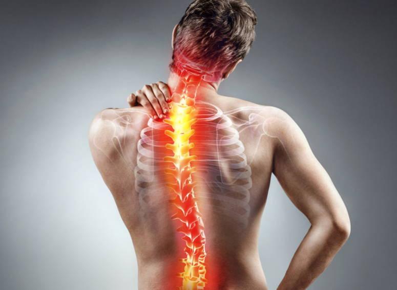 Chico con dolor en espalda alta y baja