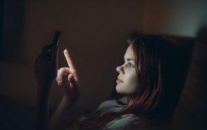 Uso del celular por la noche