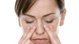 Chica con sinusitis
