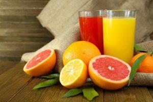 Jugos de naranja y toronja