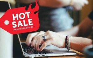 Etiqueta con logo de Hot Sale y una laptop