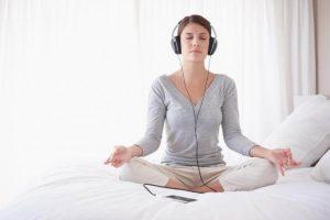 chica meditando 300x200 - Mejores técnicas de relajación mental