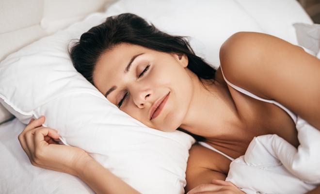 Chica durmiendo tranquila