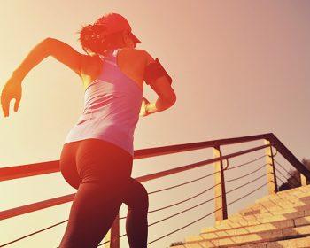 Chica haciendo ejercicio para tener más energía