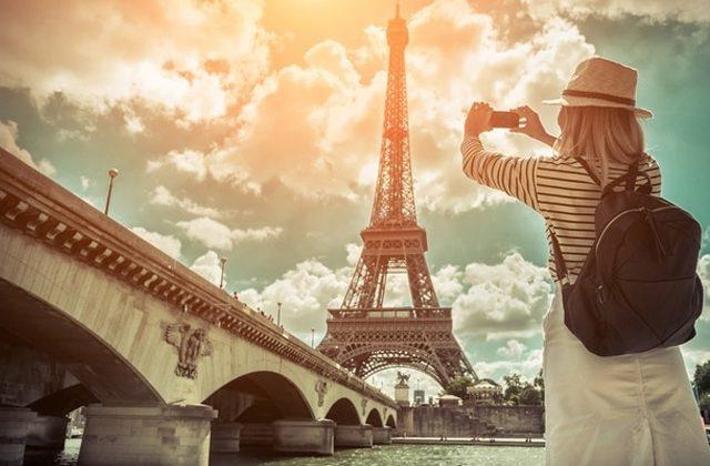 Chica viaja por París