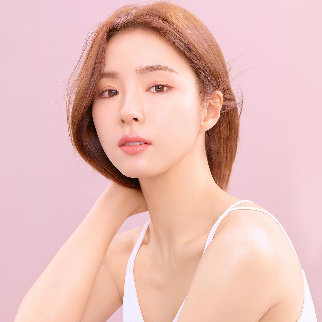 Mujer coreana con piel bonita