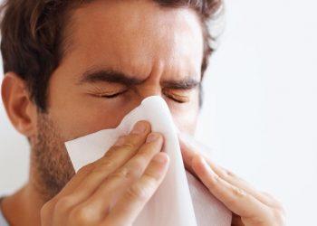 Hombre con alergias