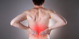 Hombre con dolor de riñón