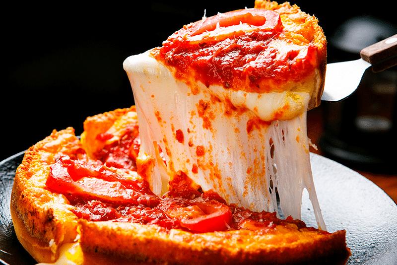 rebanada de pizza estilo de Chicago