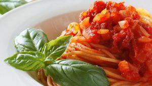 pasta con salsa pomodoro 300x169 - pasta con salsa pomodoro